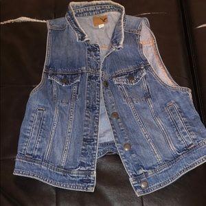American Eagle denim vest never worn